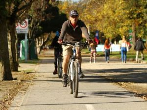 Ciclista sorprendido siendo ancho